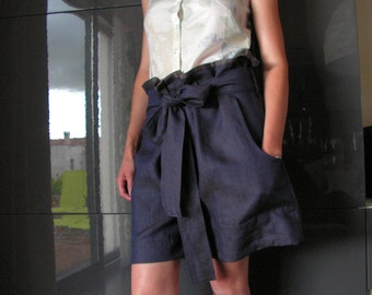Woman short with knot belt. 1512