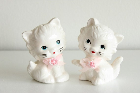 Vintage Cat Salt and Pepper Shakers Cat Home Decor Cute Kitschy White and Pink Kitten Kitchenware