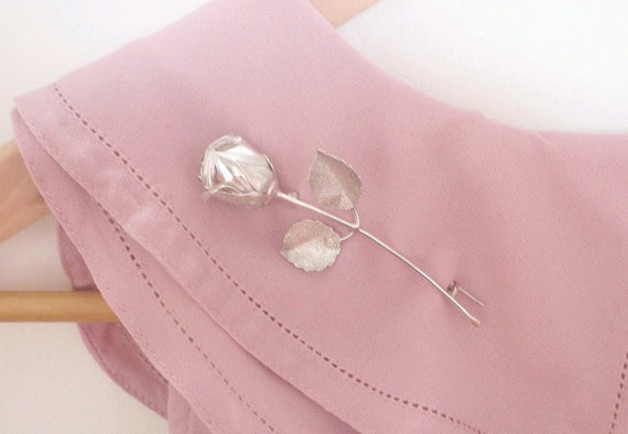 Perfect Pretty Summer Styling. Exquisite Vintage Flower Brooch. Handmade. Solid Sterling Silver. Bridal Accent.