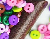A-004  /  Tiny buttons / size : 6.5 mm. / 100 pcs (Come with box) / mixed colors