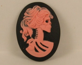 1 Resin Oval Cameo - Lolita Day of the Dead Goddess - 40x30mm - Pink on Black