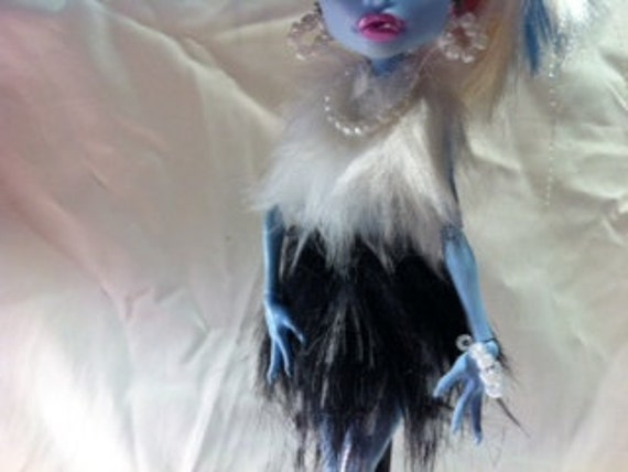 Fur Top and Super MINI Fur Skirt with Beaded Earrings, Necklace and Bracelet for Monster High Doll