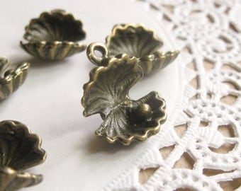 Shop Closing Sale! 5 Pcs Antiqued Bronze Oyster with Pearl Charm 17x13mm  CM001-BRZ