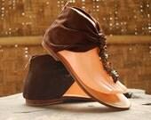 Arabian Close Flat Sandals - Suede - Brown