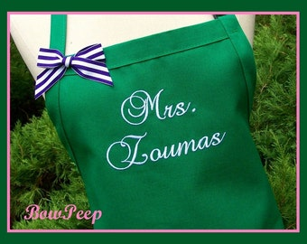 "Personalized Kelly Green ""Mrs."" Apron - Emerald Mrs. Apron, Custom Wedding Apron, New Married Name Apron, Personalized Bride's Apron"