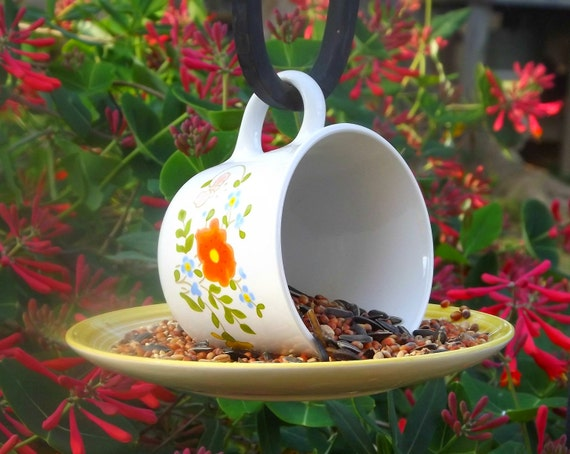 Hanging teacup birdfeeder