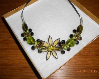 Olive Green Flower Wire Wrap Necklace & Earrings Set