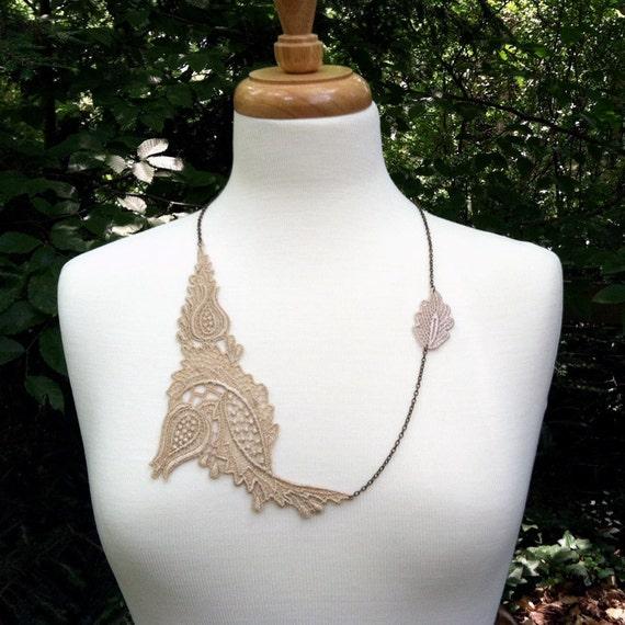 lace necklace MIELLENE sand
