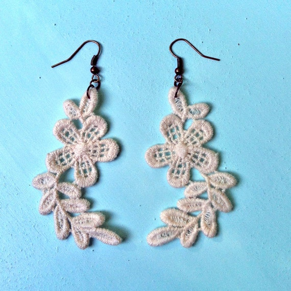 lace crochet earrings LIENNA cream