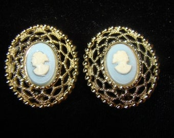 Sarah Coventry Cameo Earrings, Vintage Clip on, Silvertone Filigree Setting, Blue and White Cameo