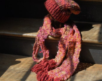 Pinks and reds scarf and hat
