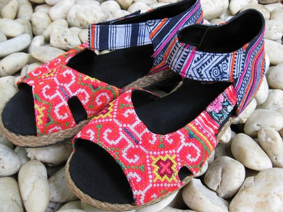 Vintage Sandals Size 8.5 HMONG Fabric Hand Embroidered Laced Boots Thailand (203)