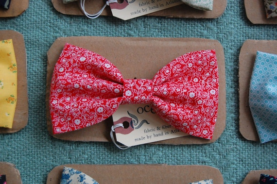 SALE///Red & White Floral Bow-Tie Hair Clip - Vintage Fabric - Large Hair Bow - Flower Daisy Vine Pattern - Barrette - For Child or Adult