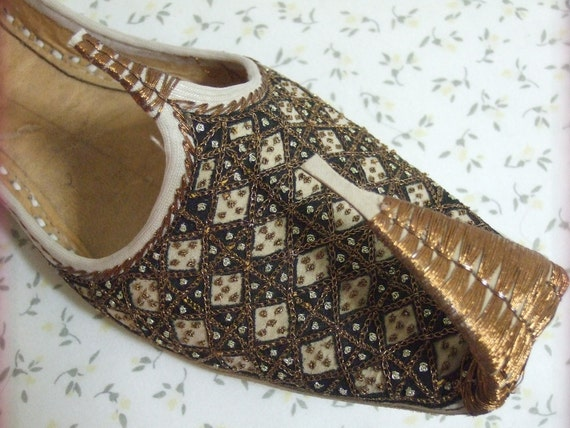 geniun 100% Leather beaded hand made women girls new shoes pumps khussa us size 7