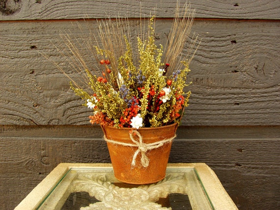 Wedding Centerpiece, Wedding Table Arrangement, Primitive Country Farmhouse Rusty Tin Bucket with Sweet Annie Rustic Dried Flowers 033