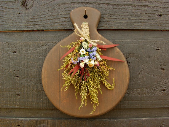 Rustic Wall Decor, Farmhouse Decor, Primitive Wooden Bread Board Wall Hanger with Sweet Annie, Rosebuds and Country Dried Flowers 088