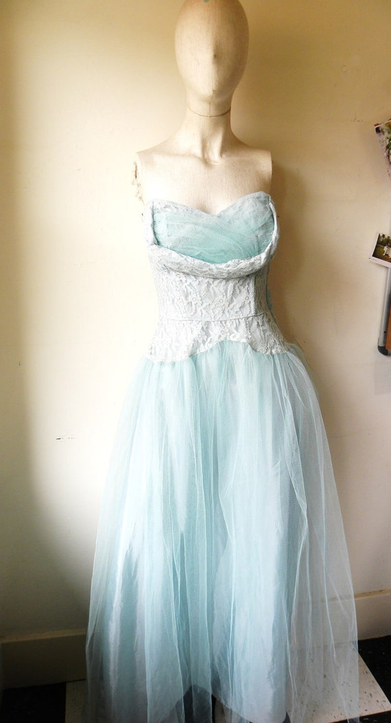 vintage wedding prom party dress. blue tulle strapless sweetheart. bridal 40s 50s