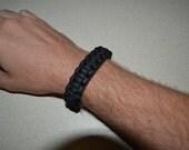 Paracord bracelet with celtic button knot