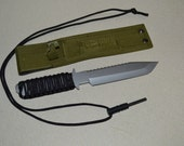 """11"""" Paracord Survival Knife and Fire Starter"""