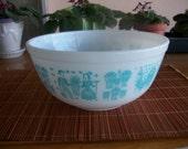 Vintage Pyrex Mixing Bowl - Amish Butterprint - 2 1/2 Qt. - Nice Condition