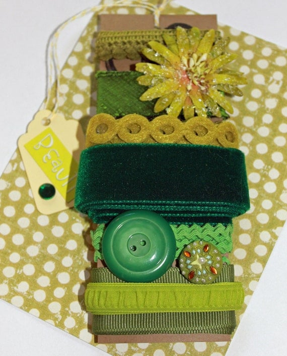 Green trim and fiber kit with flower and button accent