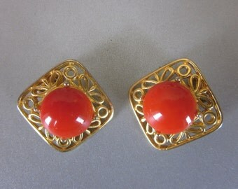 Vintage Retro Red Button Clip On Earrings in Gold Tone Finish, 1950's Earrings