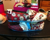 Customized and handpainted OU Shoes.  Boomer Sooner Toms