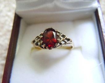 Vintage English Yellow Gold Filigree Ring with garnet hallmarked