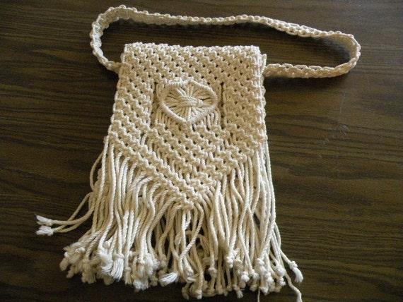 Vintage Ivory macrame shoulder purse with fringe