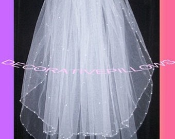 white 2 tier bridal veil with pearls on the edge Ready to wear with comb attached.