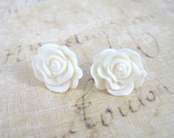 Resin Flower Earrings - Off White Rose Earrings - Stud Earrings - Resin Jewelry - Cream Rose Earrings - Romantic Jewelry - Bridesmaid Gift