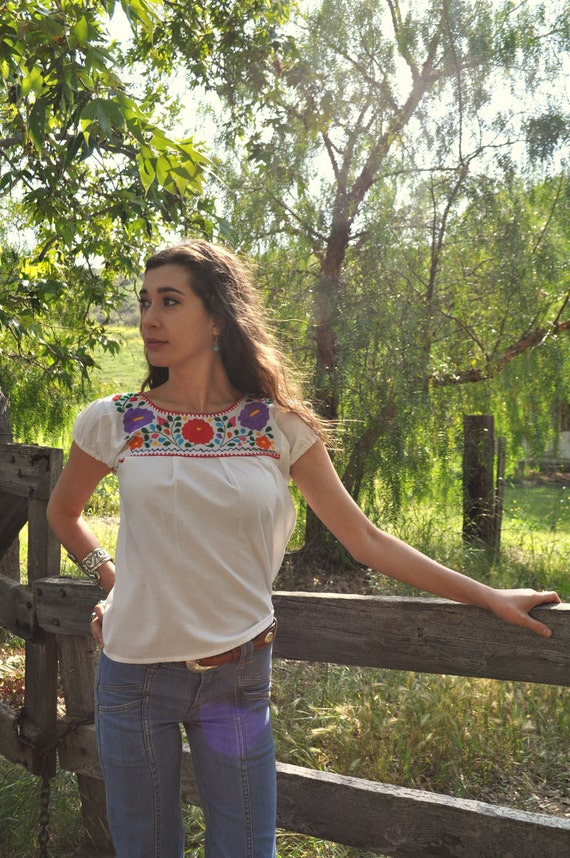 Vintage 60s/70s Bohemian XS/SM Handmade Mexican Embroidered Floral Blouse