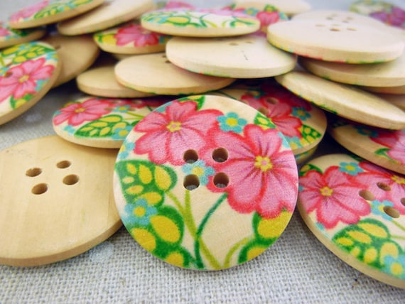 MWB11105 - 30mm Flower Painted Wood Buttons, 30mm Flower Painted Wooden Buttons (10 in 1 set)