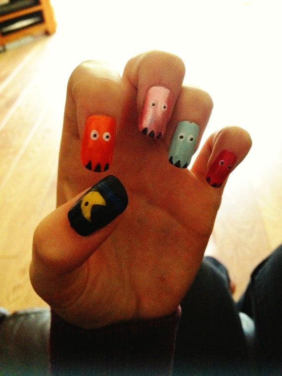 Pacman Hand Painted False Nails