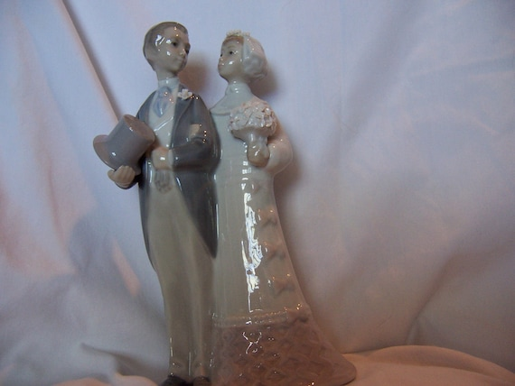 Lladro Retired Figurine Wedding Couple 4808 Wedding Cake