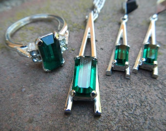 1976 Signed Emerald-Colored Avon Park East  Collection Jewelry Set