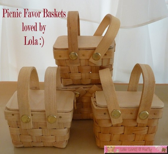set of 4   Mini Woven Picnic Baskets, Wedding Place card holders, Favor Basket, Picnic Perfect