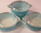 Set of 3 Pyrex Amish Butterprint casserole dishes & lids - turquoise