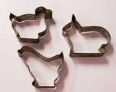 Set of 3 vintage aluminum cookie cutters - farm animals