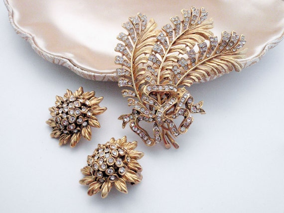 De La Renta Demi Parure - 1980s Oscar De La Renta Brooch and Earrings