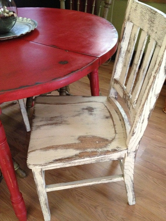 Distressed Round Country Kitchen Table