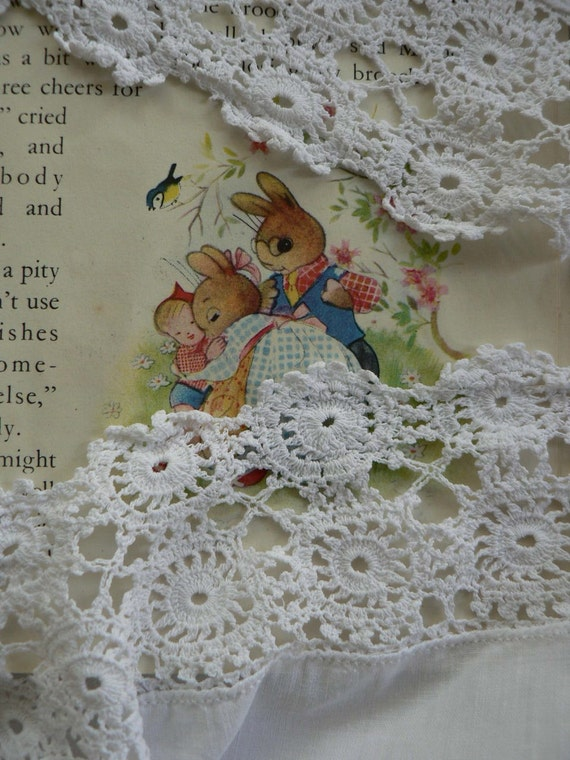 vintage hand crochet tablecloth small very pretty