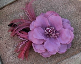 Very  cute silk   flower   with   feather  back clip and pin