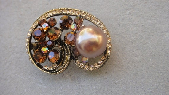 Beautiful  brown color  brooch with sparkling rhinestones and 1 pearl