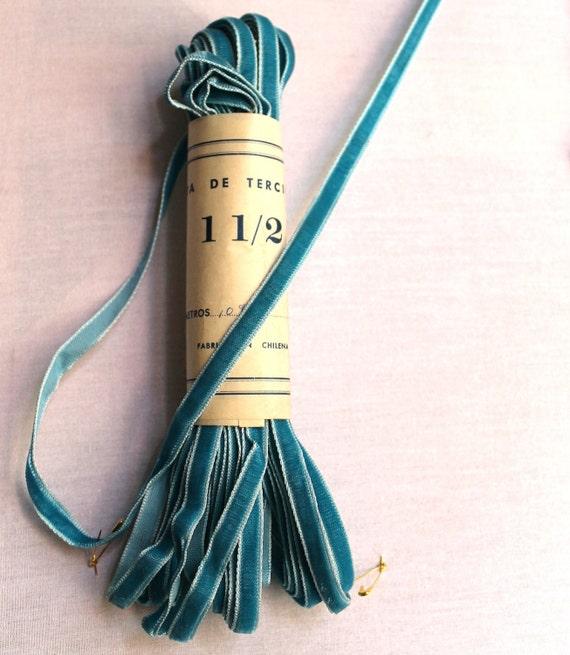 Vintage velvet ribbon /// aqua /// 3 meters /// no.1.5 /// 0.75 cm /// 5/16 in.