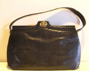 Lovely vintage real lizard leather art deco bag with turning snap. 1930's - 40's