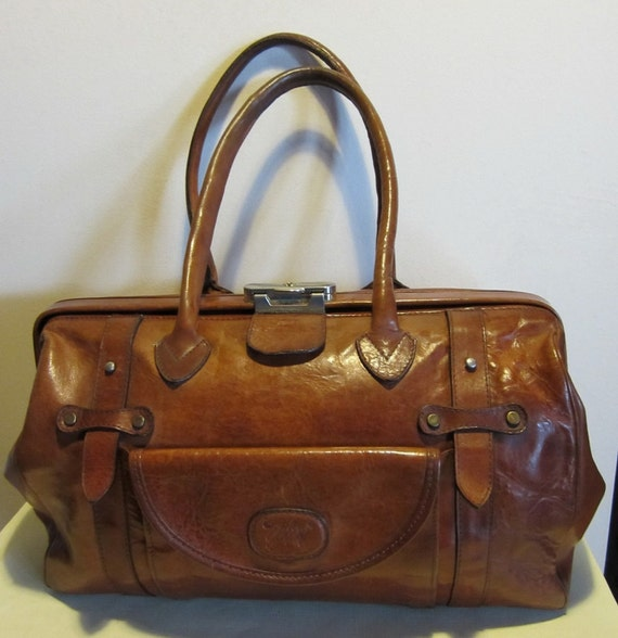 Lovely Italian XL vintage bag, big carry all or small weekend bag. Italy