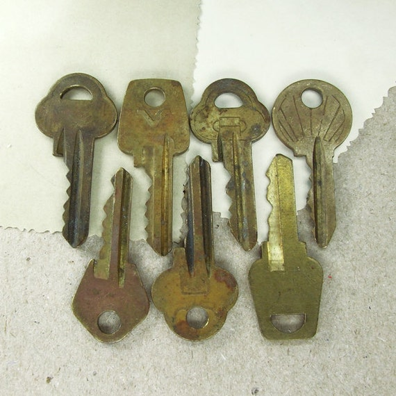 Vintage Brass Keys - Set of 7 -  Steampunk Supplies - VK8