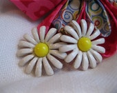 Daisy clip Earrings - RueTrouve