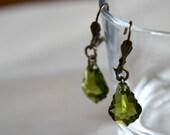 Réservées par Isa - Boucles d'oreilles baroques vert mousse